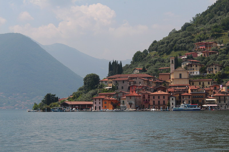 Photo de Monte Isola in Lake Iseo (Lombardy region)