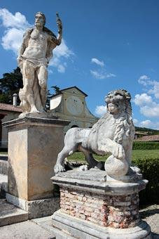 Statues in gardens of Villa Barbaro