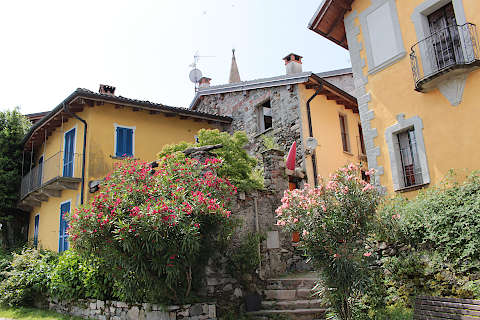 Houses and flowers in village on Isola Pescatori