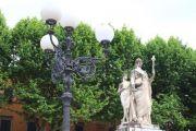 lamp-statue-garden
