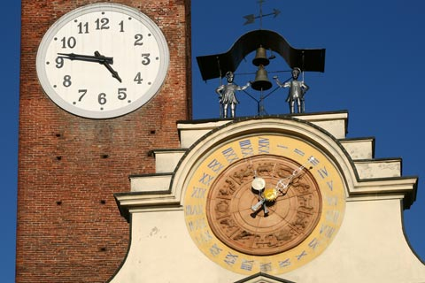 Two clocks in centre of Soncino