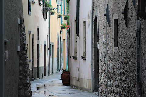 Street through Sulzano old town